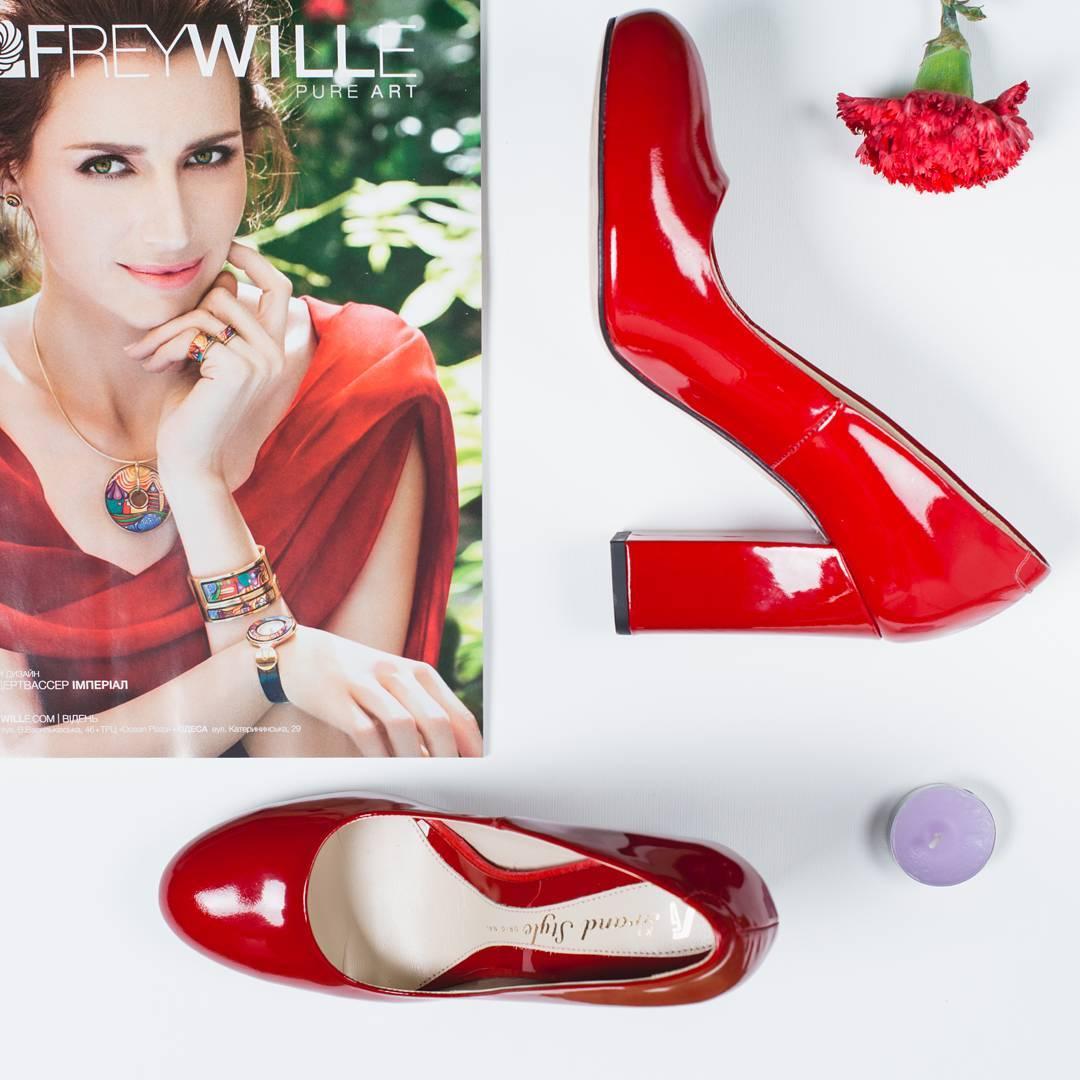 Червоні туфлі. Як вибрати червоні туфлі човники  111c7949a696d