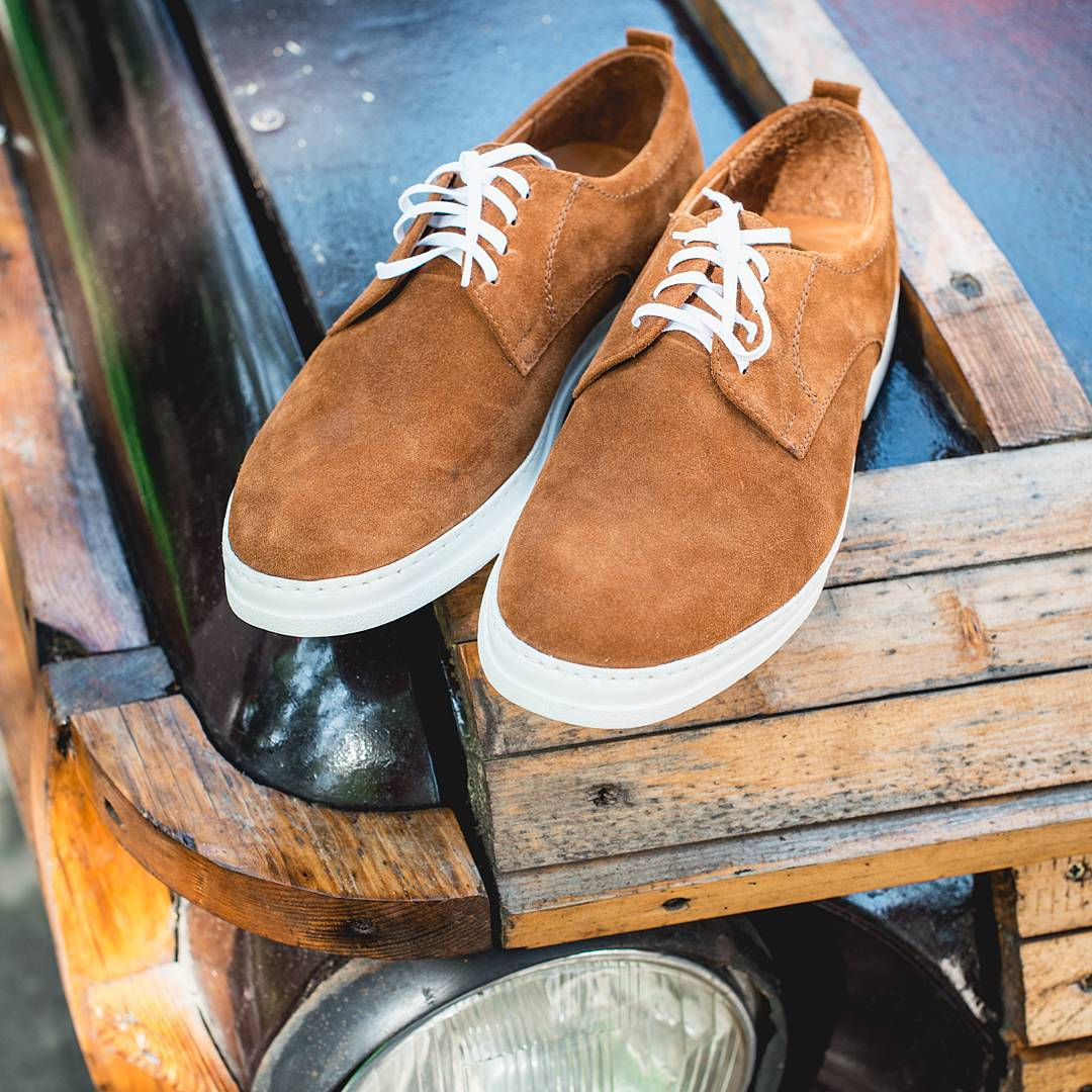 """Чи часто ви звертаєте увагу на взуття чоловіків  Чоловіча пара із замші  теплого """"осіннього"""" кольору пасуватиме до джинсів c631825b04a60"""